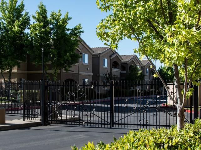 VINEYARD GATE APARTMENTS