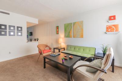 Royal Oaks Apartments photo