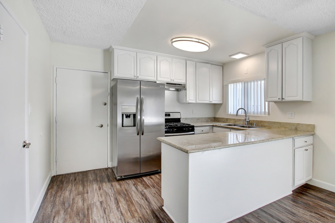 2 Bedrooms 2 Bathrooms Apartment for rent at 303 in Burbank, CA