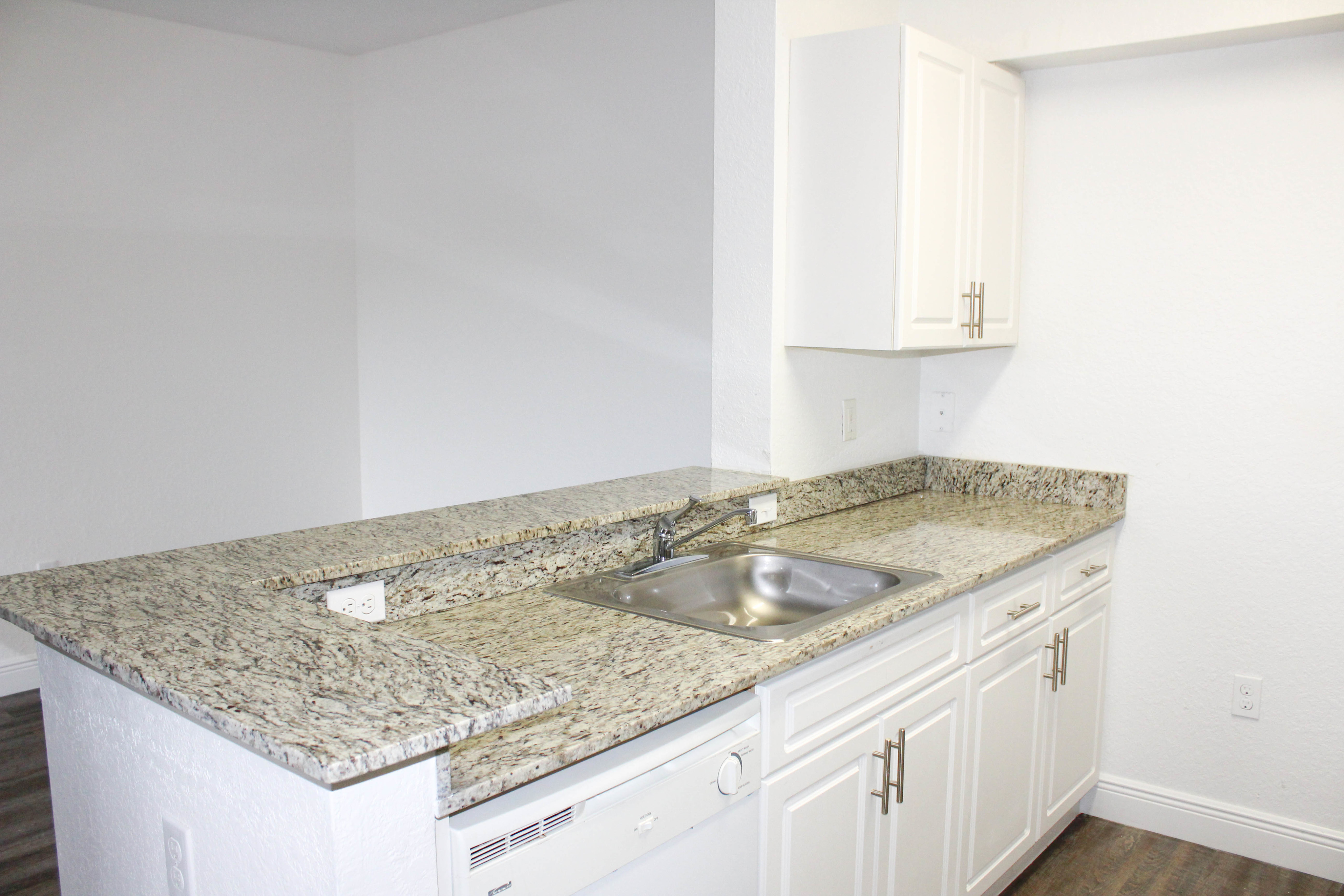 Sunshine Lakes Apartments for rent