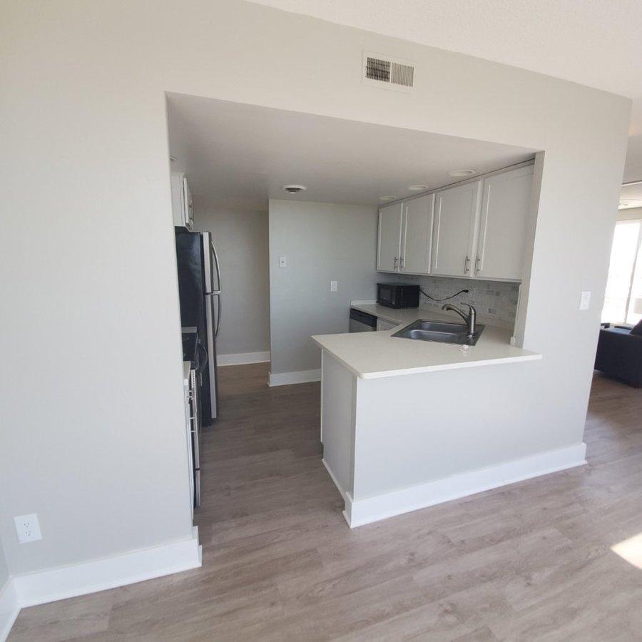 2 Bedrooms 1 Bathroom Apartment for rent at 400 Maynard Apartments in Ann Arbor, MI