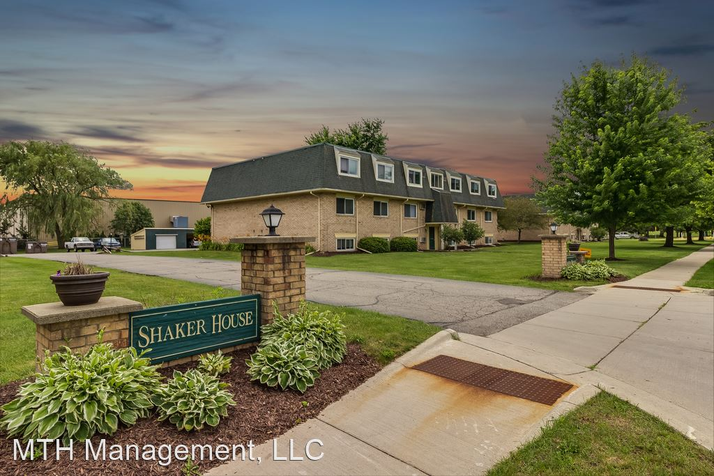 2 Bedrooms 1 Bathroom Apartment for rent at 763 W Shepherd St in Charlotte, MI