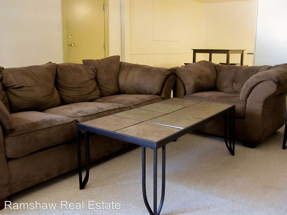 2 Bedrooms 1 Bathroom Apartment for rent at 201 S Elm St in Champaign, IL