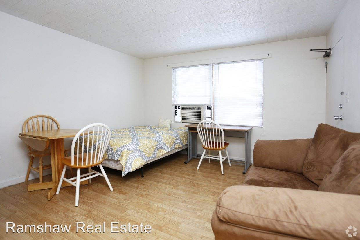 Studio 1 Bathroom Apartment for rent at 102 N Gregory St in Urbana, IL