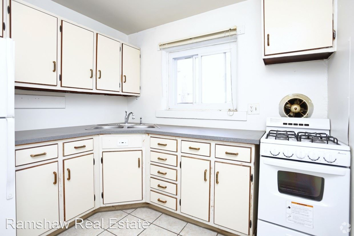 1 Bedroom 1 Bathroom Apartment for rent at 102 N Gregory St in Urbana, IL