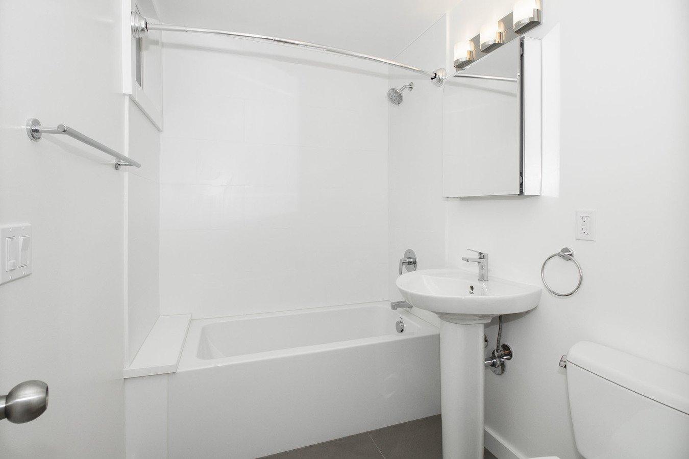 Studio 1 Bathroom Apartment for rent at 990 FULTON Apartments in San Francisco, CA