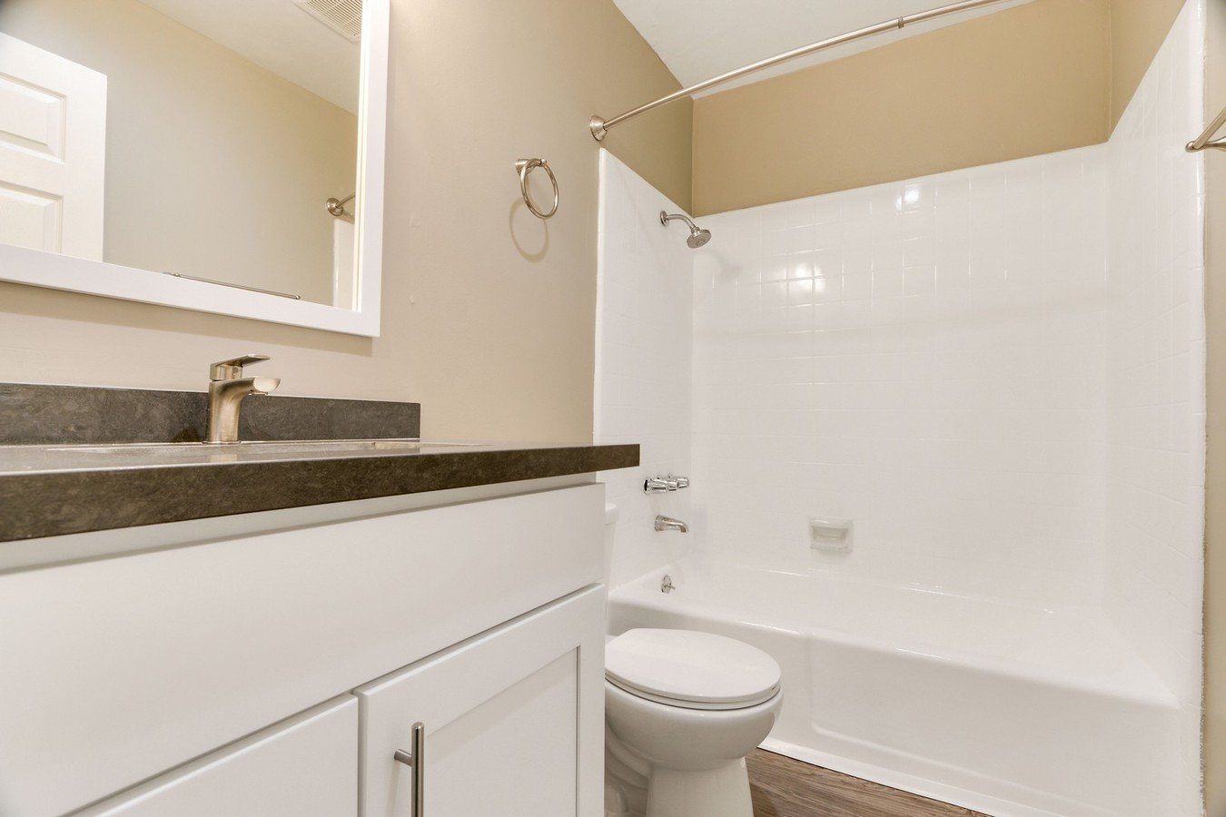 1 Bedroom 1 Bathroom Apartment for rent at Sepulveda West Apartments in Los Angeles, CA