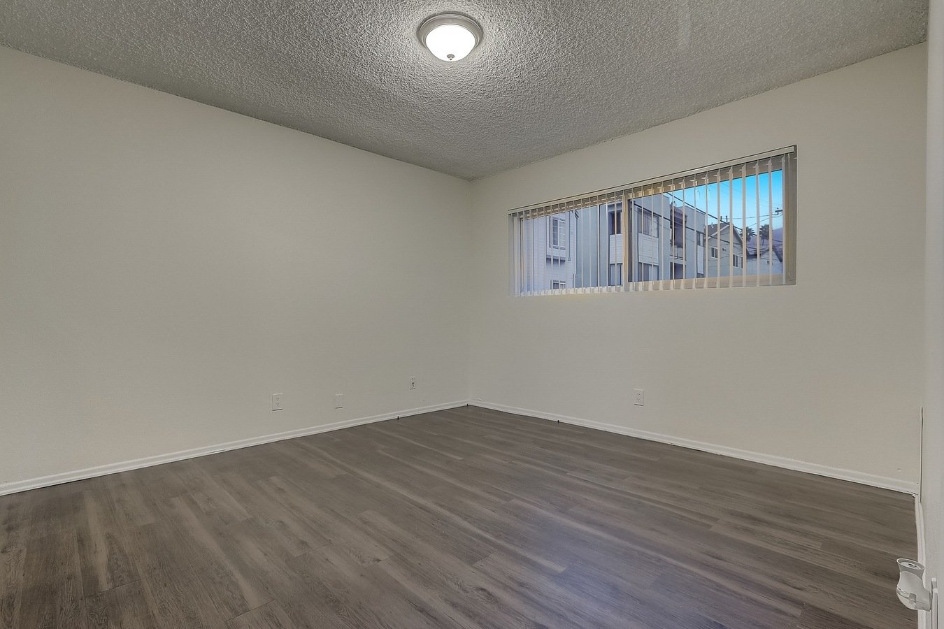 2 Bedrooms 1 Bathroom Apartment for rent at 303 in Burbank, CA
