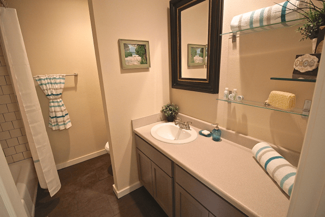 2 Bedrooms 1 Bathroom Apartment for rent at Warwick Gardens   Renovated with Serene Courtyard in Kansas City, MO
