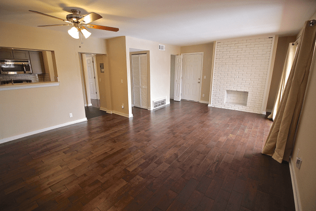 1 Bedroom 1 Bathroom Apartment for rent at Warwick Gardens   Renovated with Serene Courtyard in Kansas City, MO