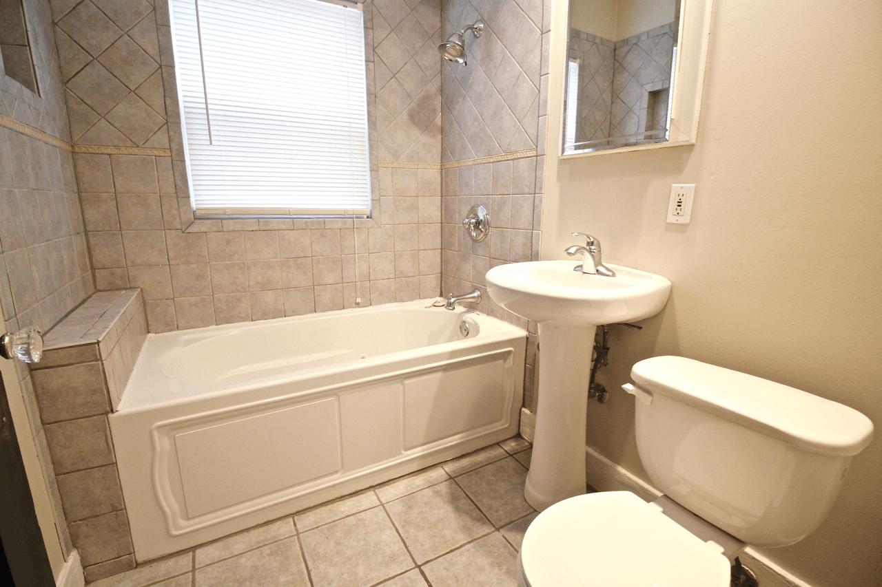 2 Bedrooms 1 Bathroom Apartment for rent at Vanderbilt Place | Beautiful Interior in Kansas City, MO