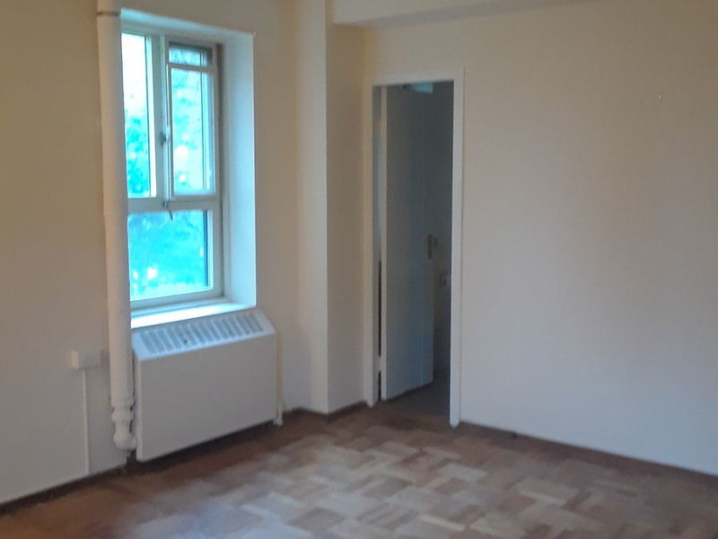 LARGE BEDROOM WITH PRIVATE BATHROOM AVAILABLE