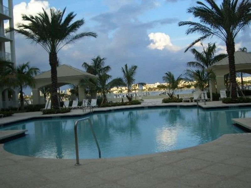 luxurious well  maintained condo on the water for rent