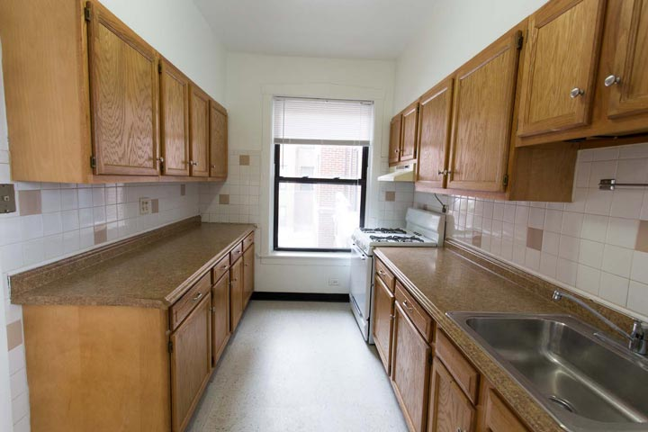 3 Bedrooms 1 Bathroom Apartment for rent at 1101 E. Hyde Park Boulevard in Chicago, IL