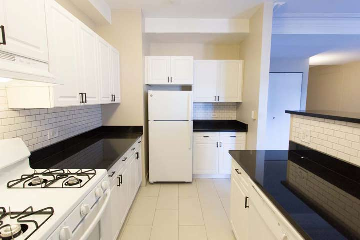 3 Bedrooms 1 Bathroom Apartment for rent at Windermere House in Chicago, IL