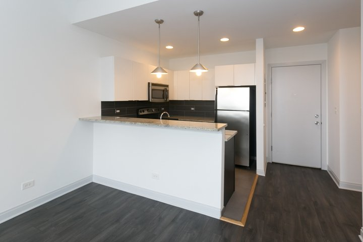 Studio 1 Bathroom Apartment for rent at The Del Prado in Chicago, IL