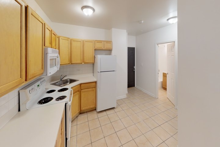 2 Bedrooms 1 Bathroom Apartment for rent at Drexel Grand in Chicago, IL