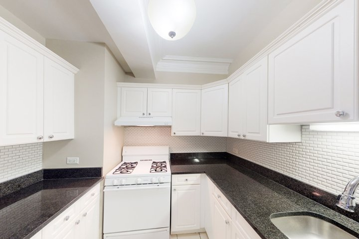 2 Bedrooms 1 Bathroom Apartment for rent at Windermere House in Chicago, IL