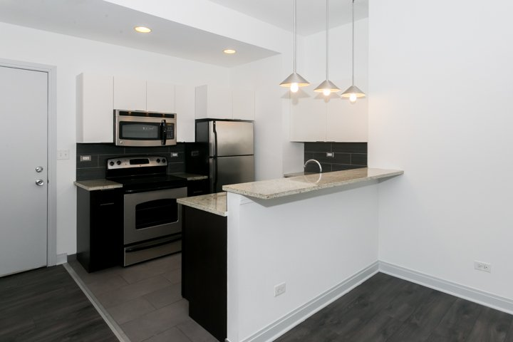 1 Bedroom 1 Bathroom Apartment for rent at The Del Prado in Chicago, IL
