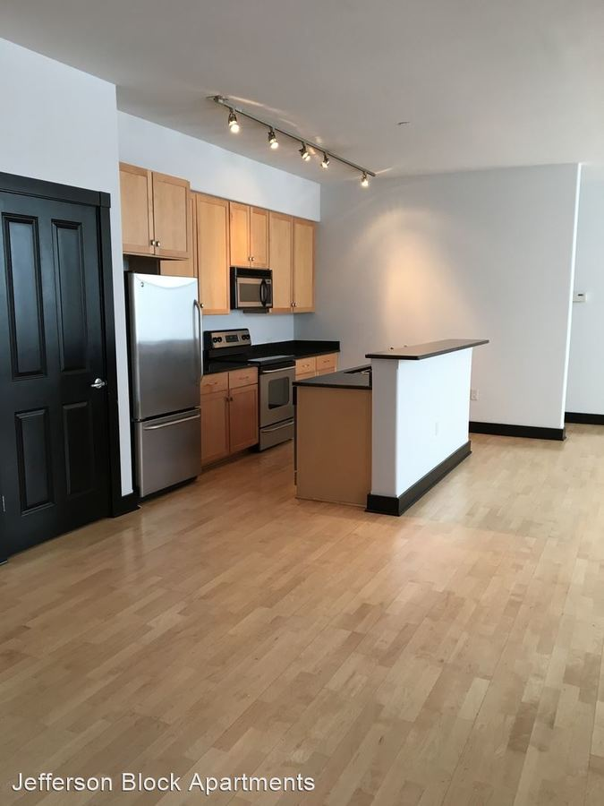 2 Bedrooms 2 Bathrooms Apartment for rent at 143 N Jackson St in Milwaukee, WI
