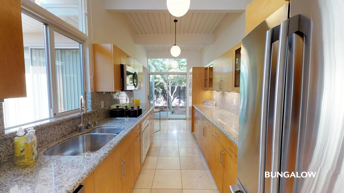Private Bedroom in Beautiful Palo Alto Home With Charming Patio
