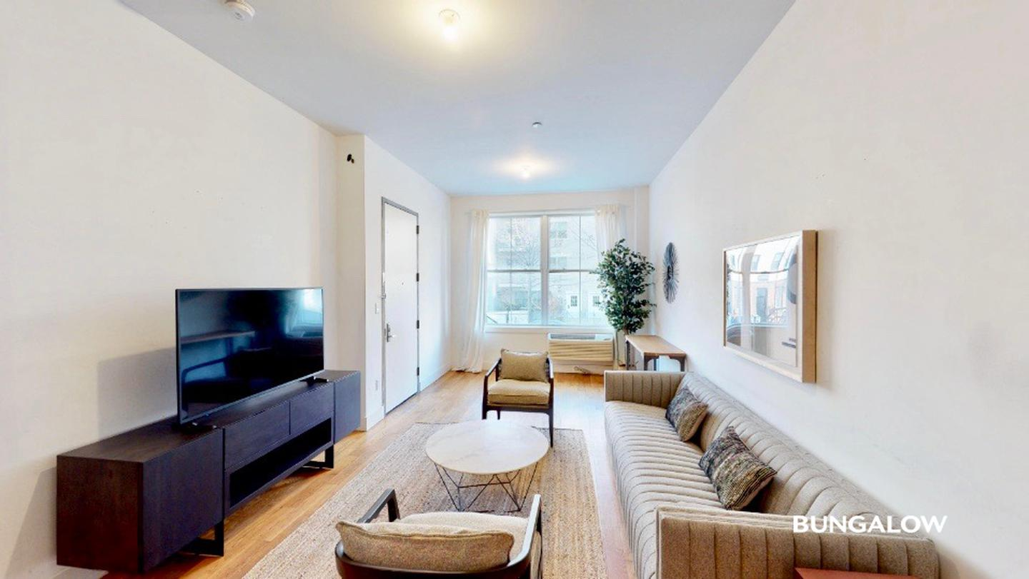 Private Room in Wonderful Williamsburg Duplex With Rooftop Lounge