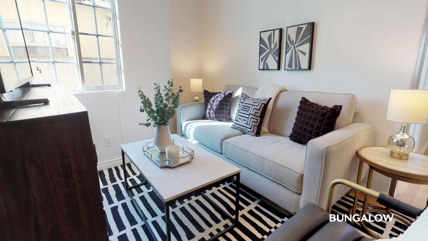 Private Bedroom in Lovely Recently Upgraded Culver City Home