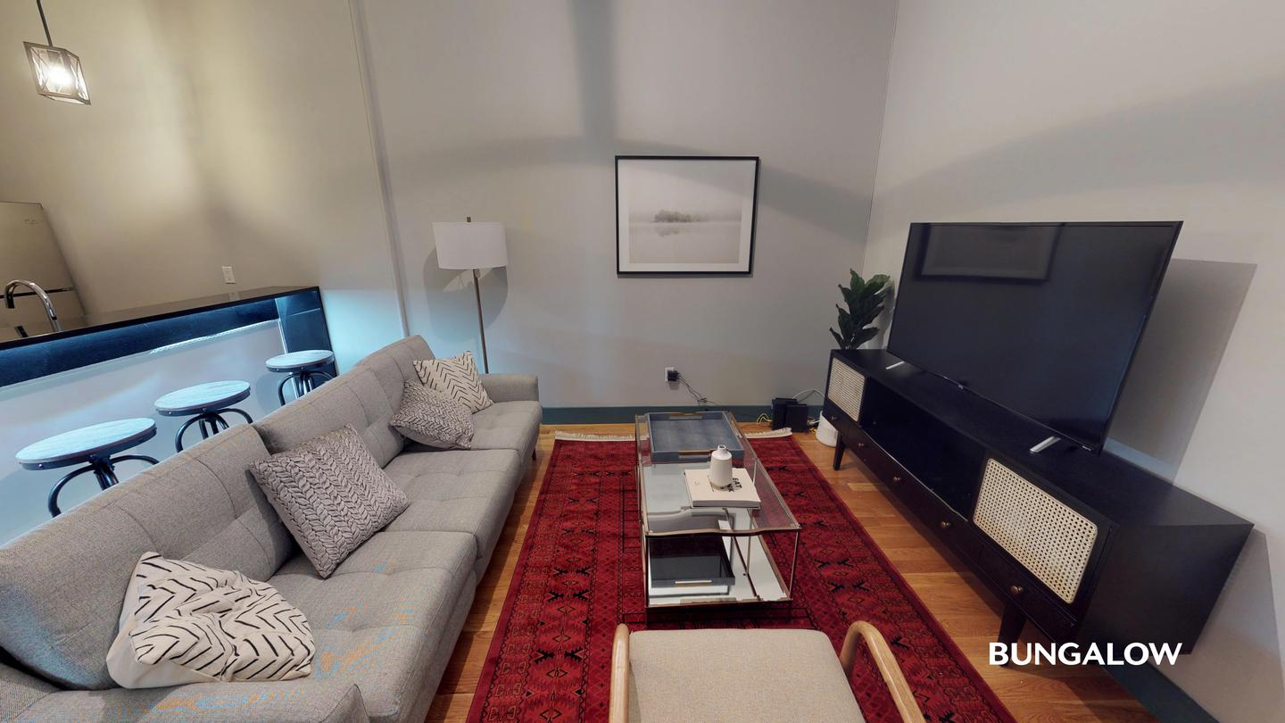 Private Bedroom in Classic Greenpoint Apartment Near McCarren Park for rent