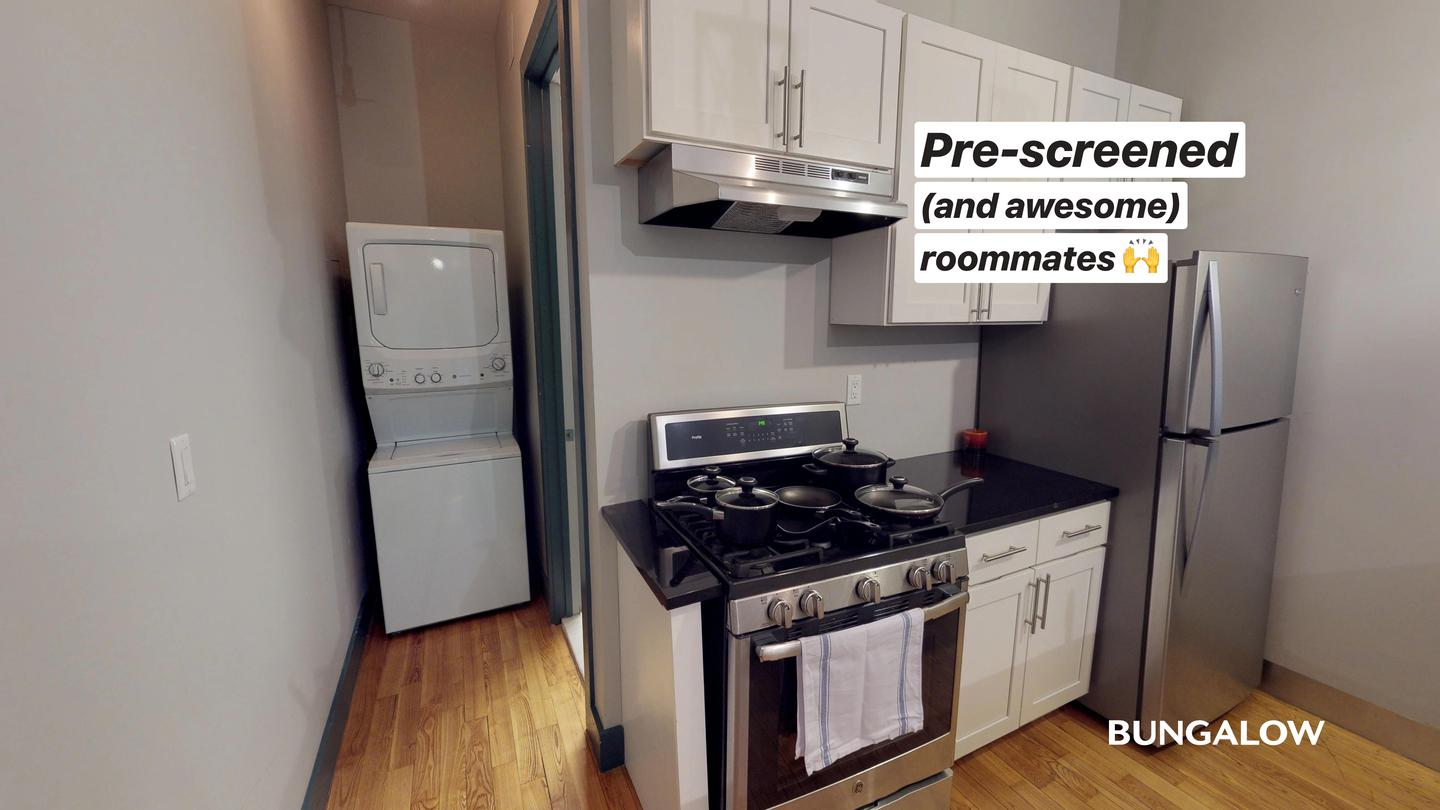 Live at Private Bedroom in Classic Greenpoint Apartment Near McCarren Park