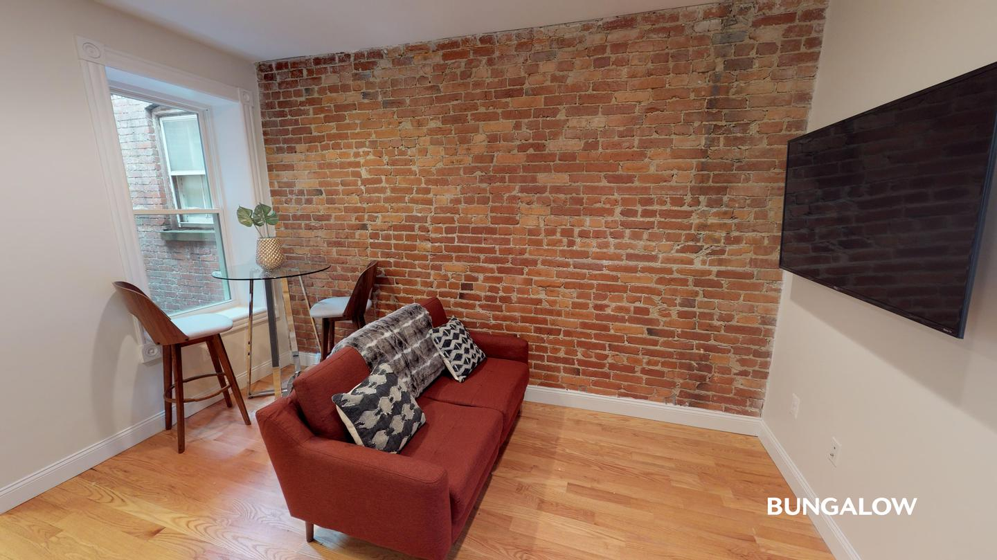 Private Bedroom in Inviting Columbia Heights Home By The Green Line for rent