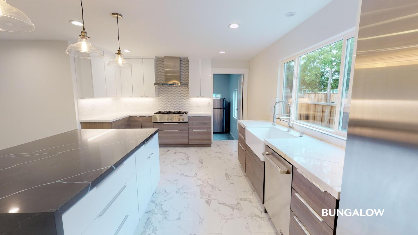 Private Bedroom in Stylish East Palo Alto Home with Beautiful Backyard