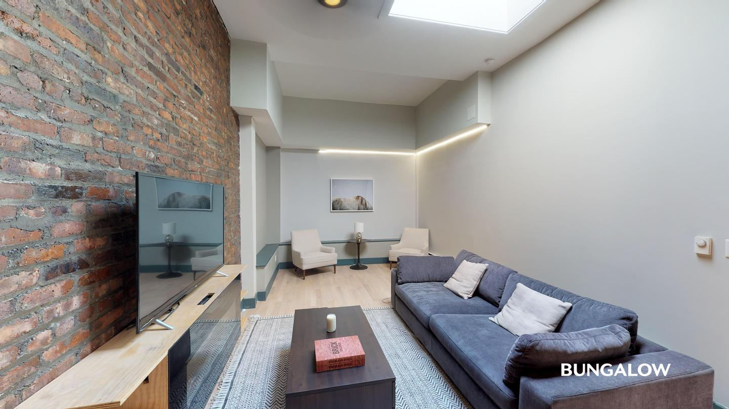 Private Room in Contemporary Greenpoint Apartment Near Nassau Ave Station