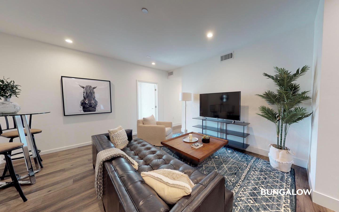 Private Room in Sleek Hollywood Apartment Near Santa Monica Boulevard