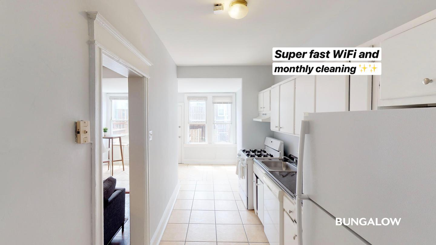 Live at Private Bedroom in Charming Townhome a Few Blocks from H Street