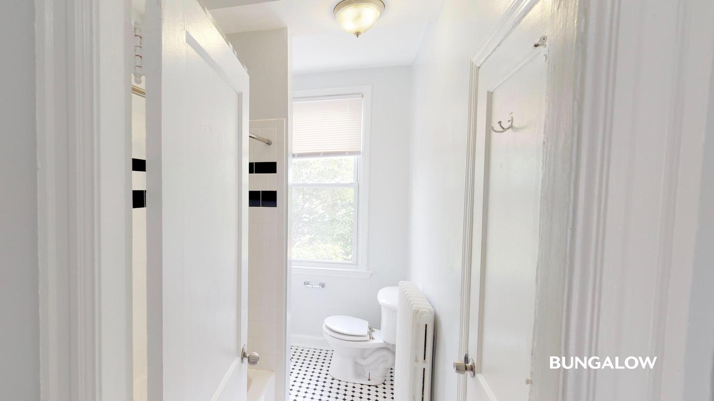 Private Bedroom in Charming Townhome a Few Blocks from H Street