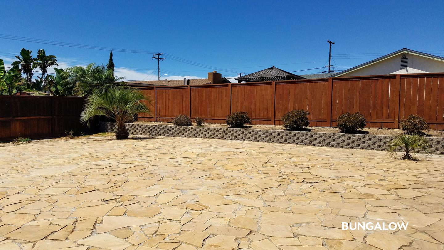 Private Room in Bright Clairemont Home with Backyard Terrace