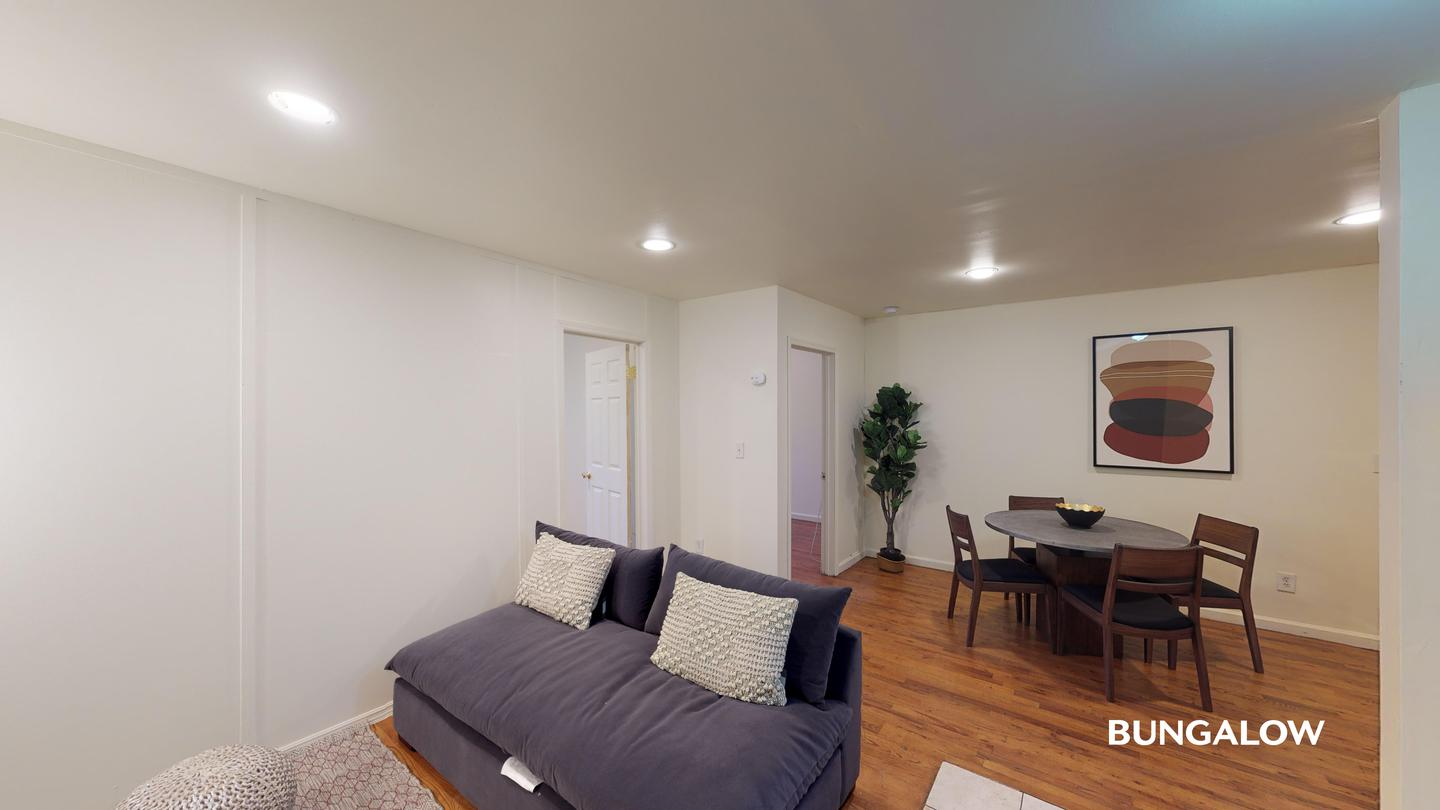 Private Room in Charming Bedford Home Near the M and J Lines