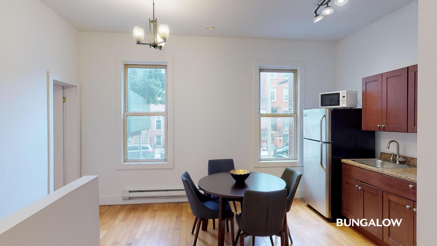 Private Room in Lovely Bedford Townhouse Near the G Line rental