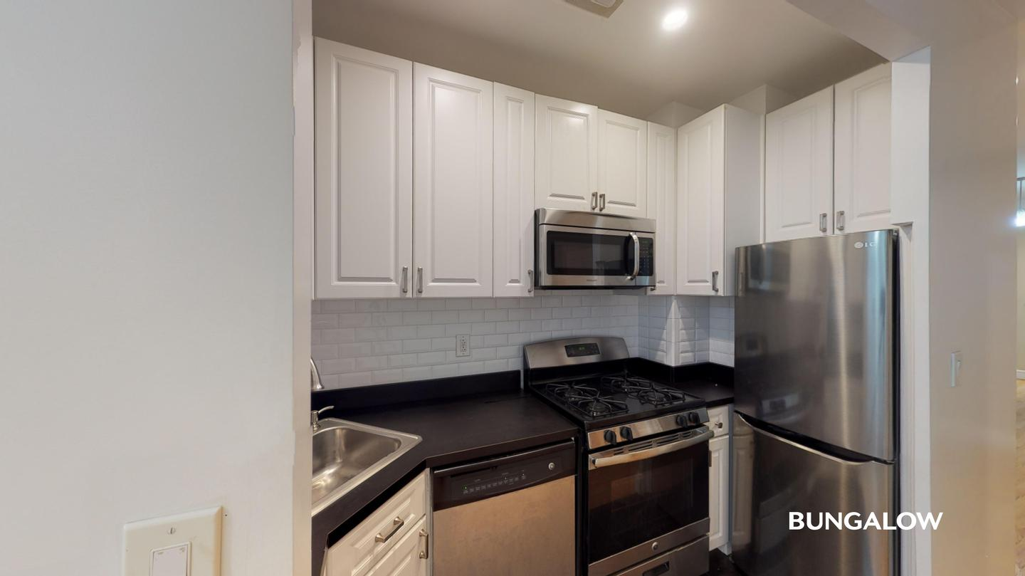 Private Bedroom in Bright Harlem Apartment Near Central Park North for rent