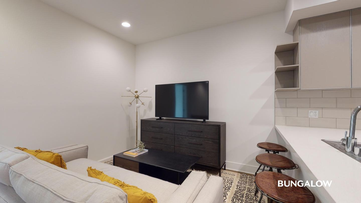 Private Bedroom in Polished Sherman Oaks Apartment off Sepulveda Blvd photo