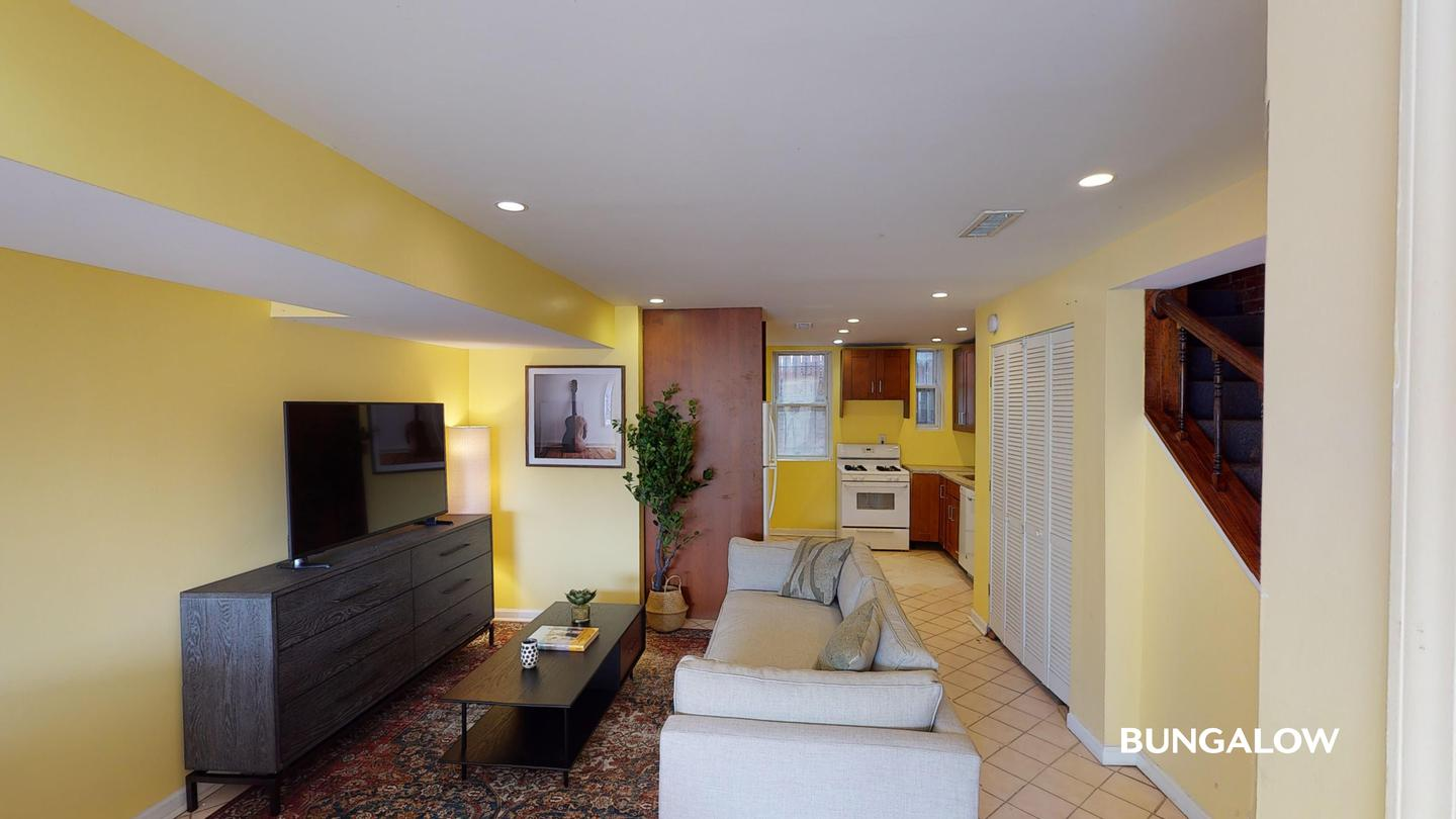 Private Bedroom in Gorgeous Shaw home by the Yellow and Green Line