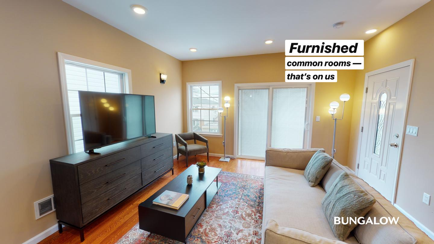 Private Bedroom in Brand New Jersey City Home off Tonnelle Ave