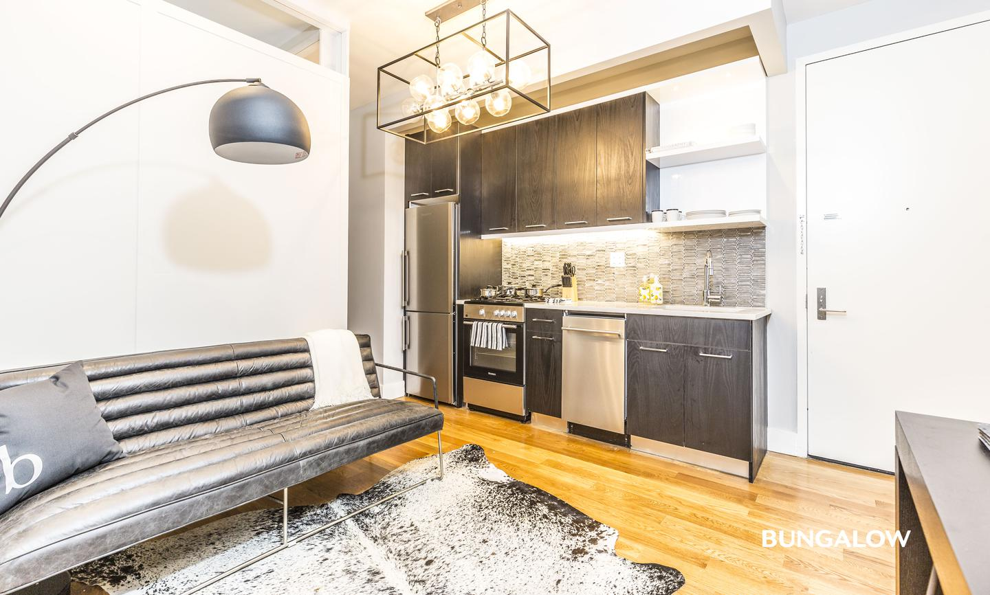 Private Room in Sleek East Williamsburg Apartment with Great Backyard