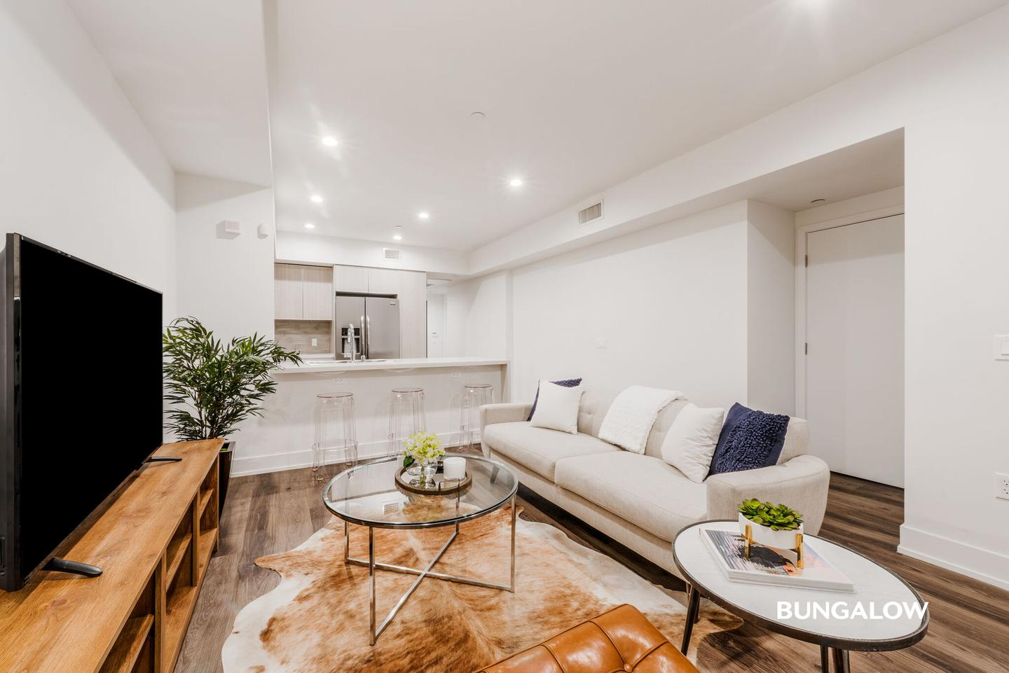 Private Room in Beautiful Apartment Near the Beverly Center