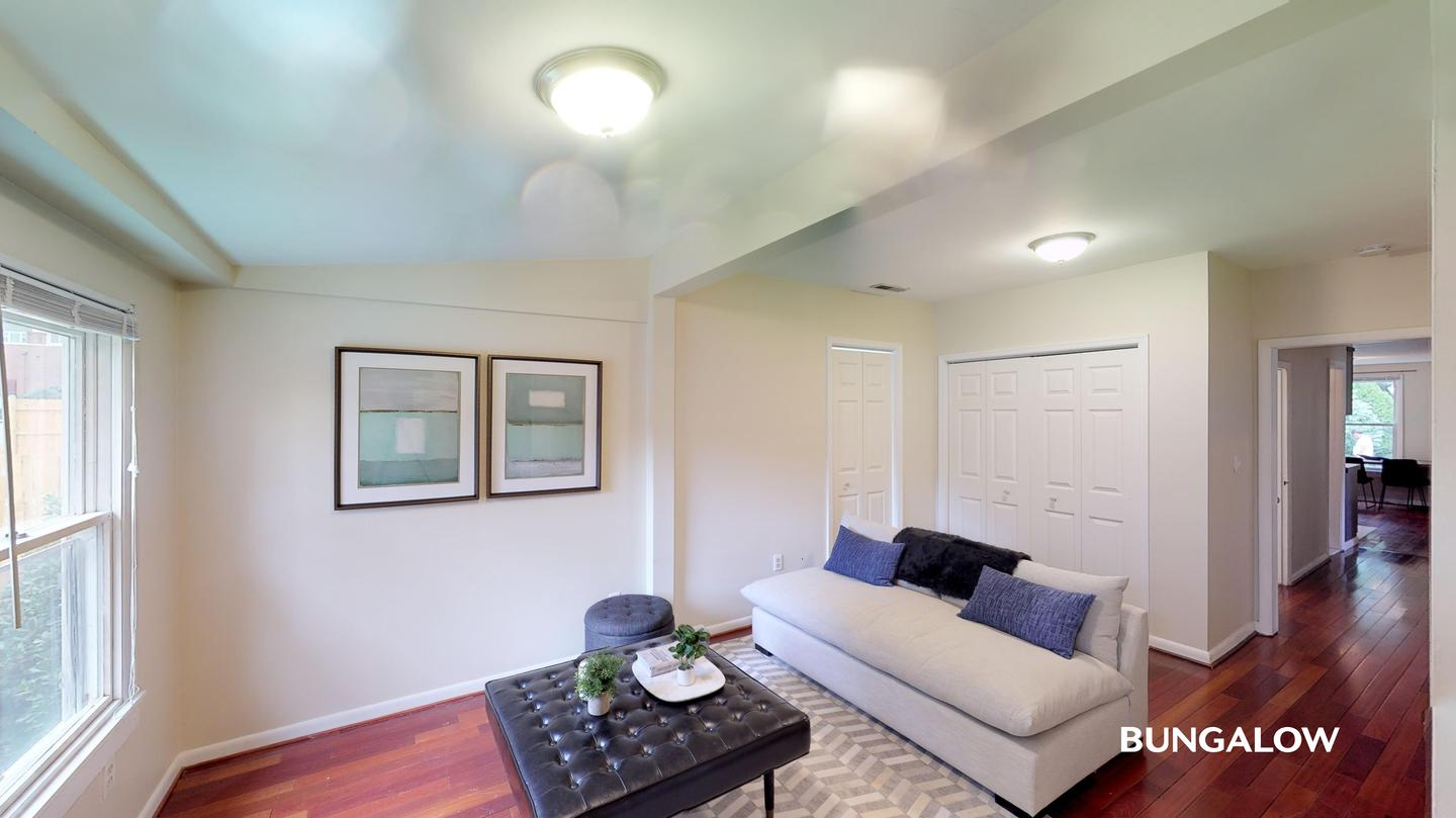 Private Bedroom in Lovely Silver Springs Home With Beautiful Backyard