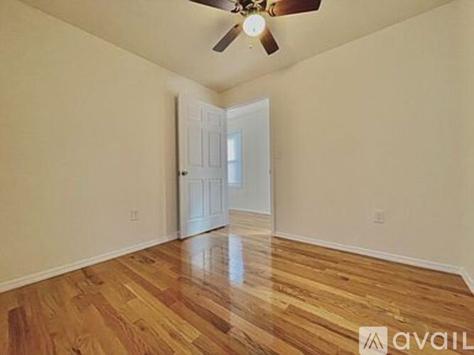 1 850 2 Bedroom 1 Bathroom House In Staten Island With Great Amenities Please Call Or Text For More Information Apartments Staten Island Ny