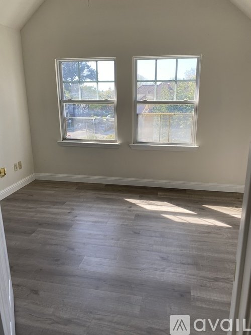 2 400 Gorgeous Victorian 2 Bedroom With An Office Apartment In Alameda With Lots Of Closets Apartments Alameda Ca